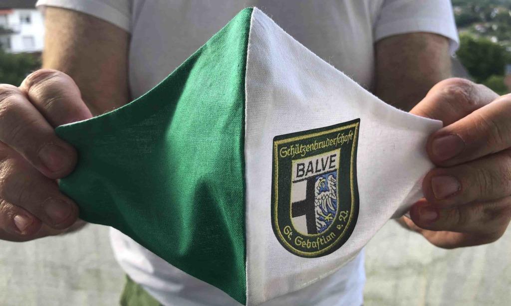 Schützenbruderschaft Balve verkauft Masken mit ihrem Uniform-Wappen an jedermann