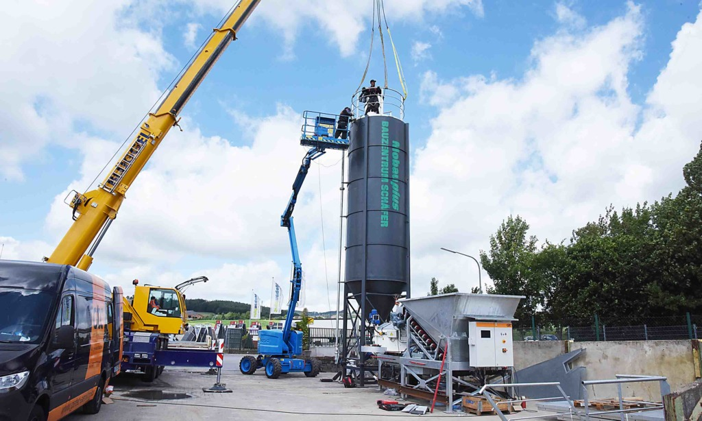 In Garbeck wird neue Beton-Tankstelle eröffnet