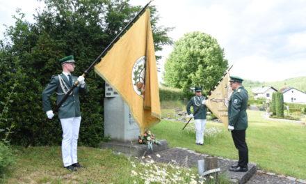 Fotostrecke von Schützenmesse und Totenehrung am Ehrenmal