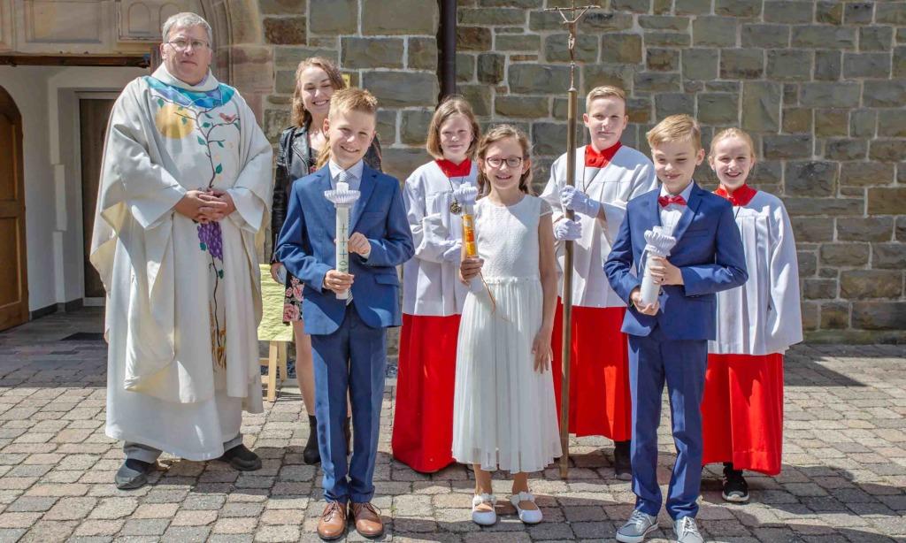 St. Blasius Balve: Drei Kinder gehen erstmals zum Tisch des Herrn