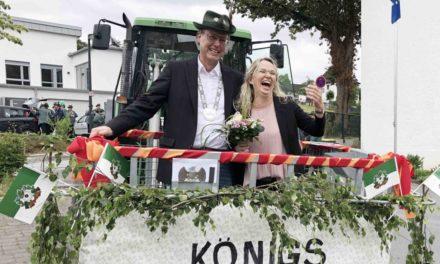 HEUTE ABEND: Triumphfahrt des Beckumer Königspaares – FOTOGALERIE