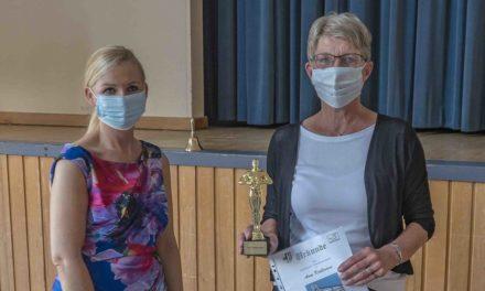 """Realschule verabschiedet ihre gute Seele Anne Krollmann mit einem """"Oscar"""""""