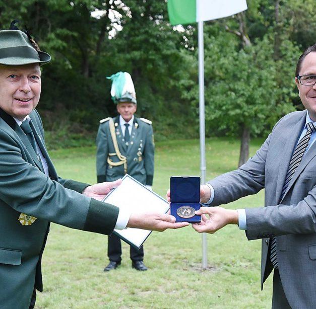 Hohe Auszeichnung zum Jubiläum: NRW-Ehrenplakette für Schützenbruderschaft Volkringhausen