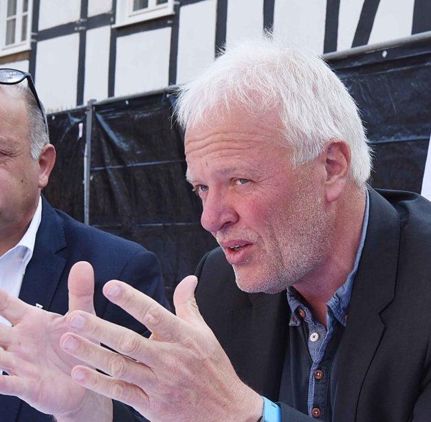 FINGER DRAUF: UWG-Boss Schnadt holt sich in Eisborn blutige Nase