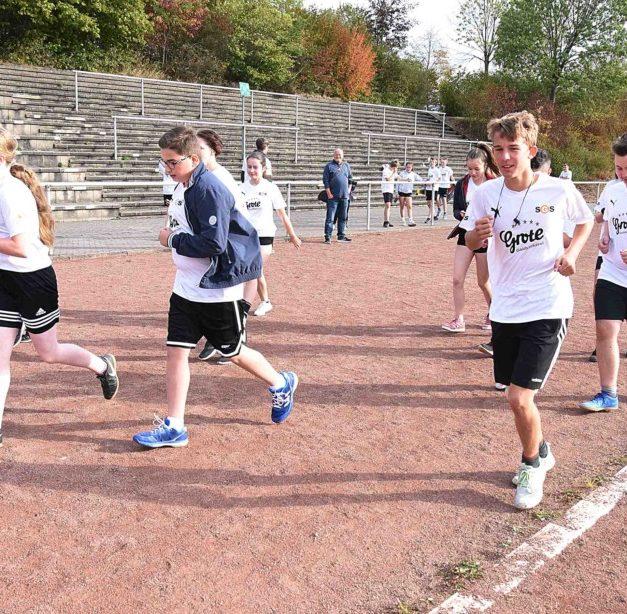 Gymnasiasten aus Sundern rennen für krebskranke Kinder