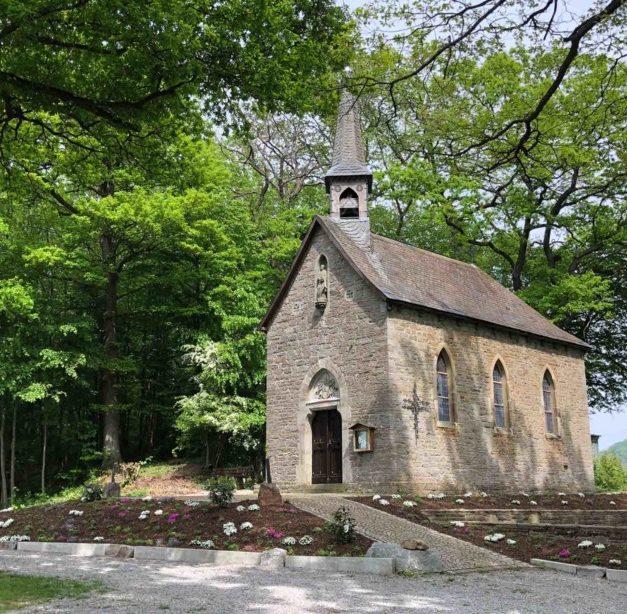 Gottesdienst mit Gesang an der Piuskapelle