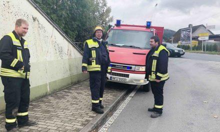 Pkw-Fahrer aus Sundern zieht 25 km lange Ölspur von Wulfringhausen bis Iserlohn – Polizei sperrt K 11