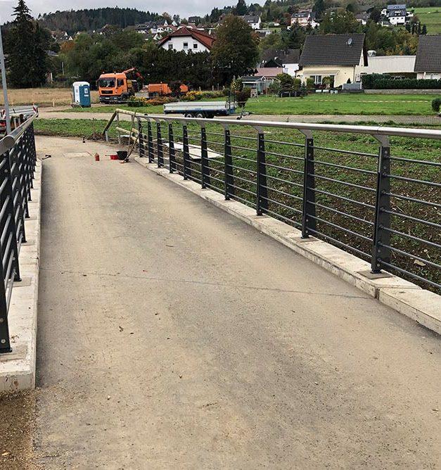 Bürgermeister gibt heute Morgen neuen Rad- und Fußweg frei
