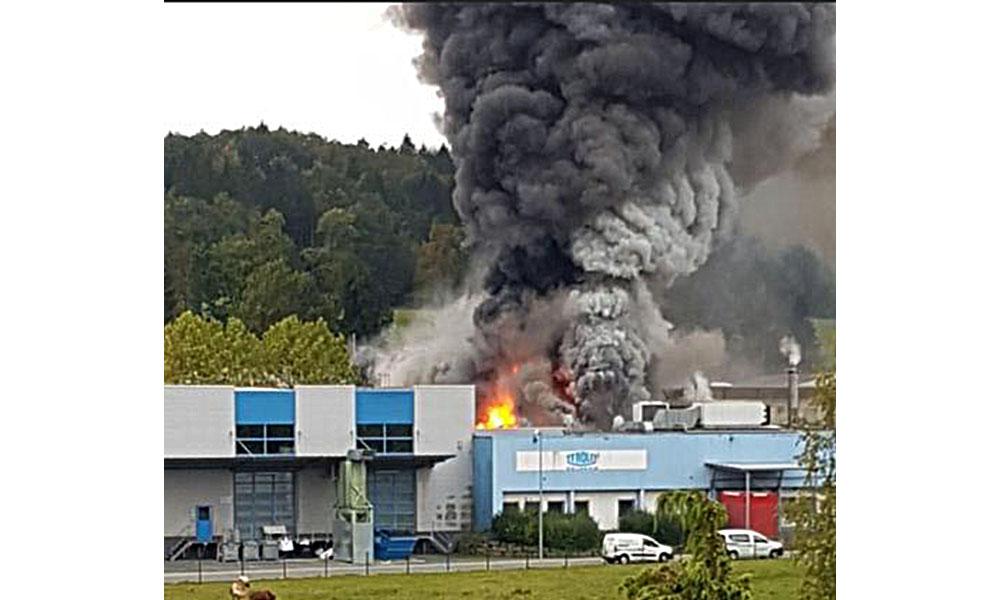 EILMELDUNG: Großbrand in Neuenrade – Giftige Rauchgase in der Luft