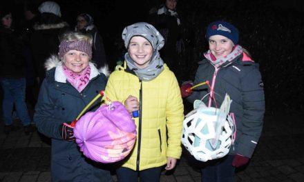 Kein Martinszug in Balve – aber Brezeln für die Kinder – Fotogalerie vom Vorjahr