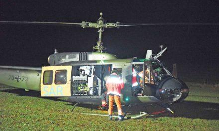 Bundeswehr-Hubschrauber versucht derzeit schwer verletzten Freizeit-Kletterer aus Steinbruch in Beckum zu retten