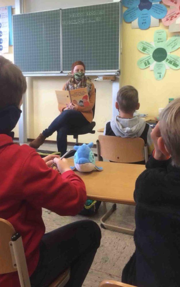 Vorlesetag 2020 in Grundschule Garbeck: Lehrerinnen lesen den Kindern spannende Geschichten vor