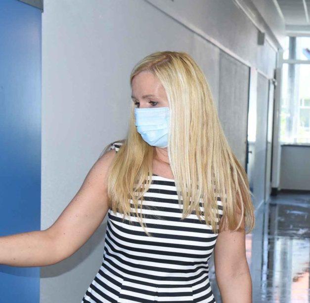 Rücksichtsloser Post-Mitarbeiter erzürnt Realschul-Rektorin Fröhling