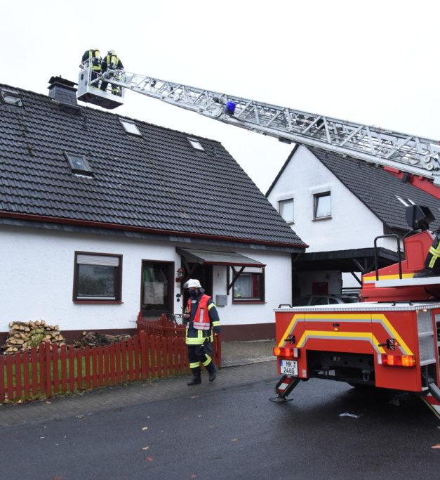 GARBECK: Flammen über Wohnhaus-Dach schrecken Spaziergänger auf