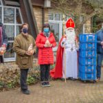 Sparkasse bringt mit 100 Nikolaus-Tüten Freude und Abwechslung in Senioren-Alltag