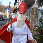 ZUFRIEDENHEIT: Nikolaus und adventliche Klänge sorgen für Belebung des Advents-Shoppings in Balve